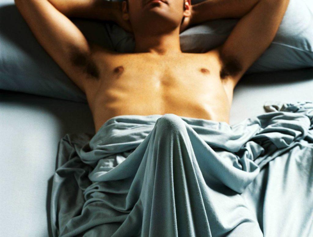 почему у мужчины эрекция когда он просто спит