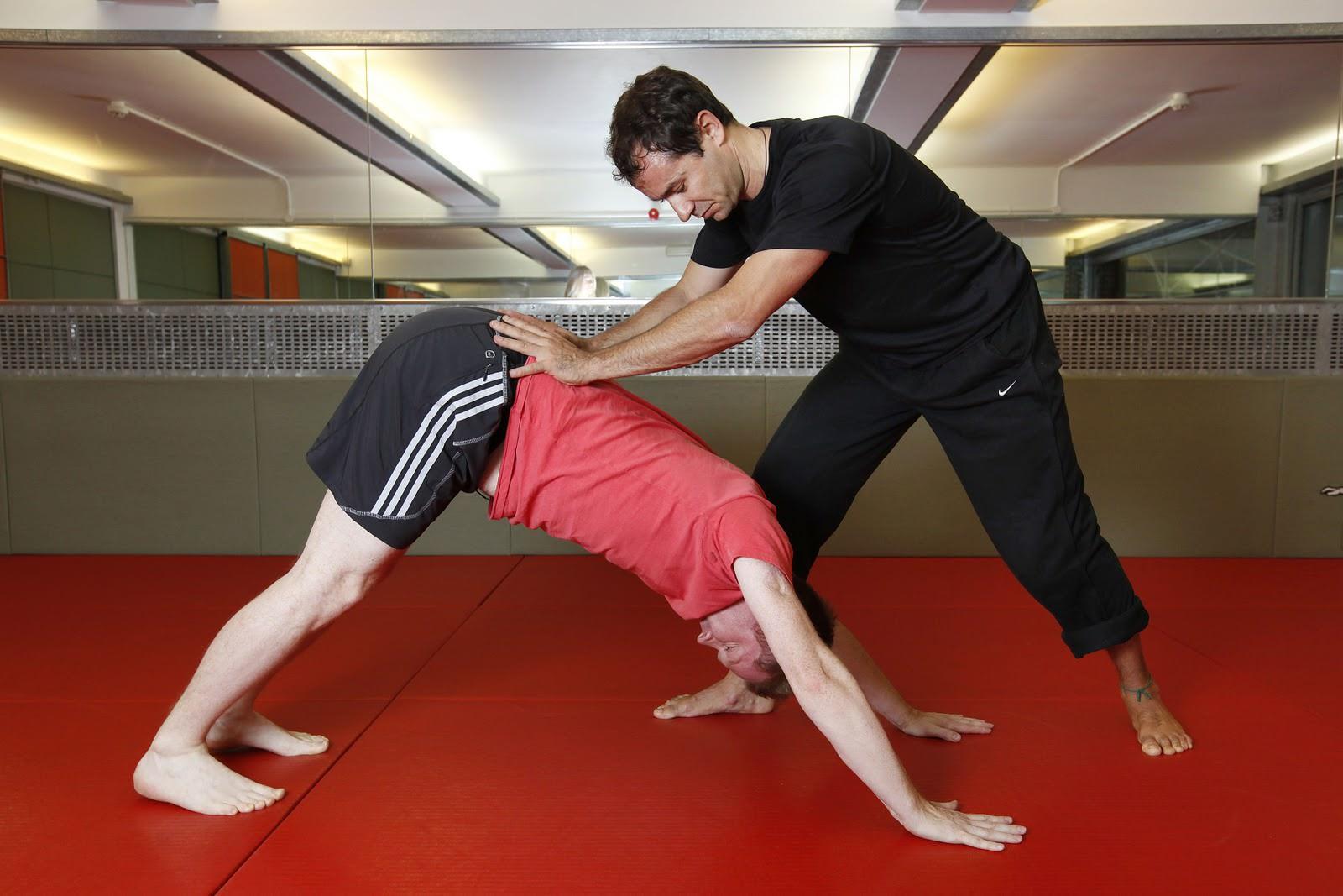 Полный список упражнений при простатите с видео: спорт, йога, физкультура