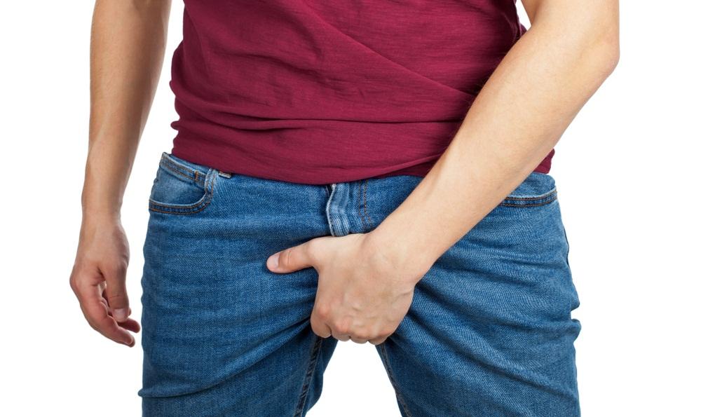 Зуд мошонки у мужчин: причины, сопутствующие симптомы и лечение